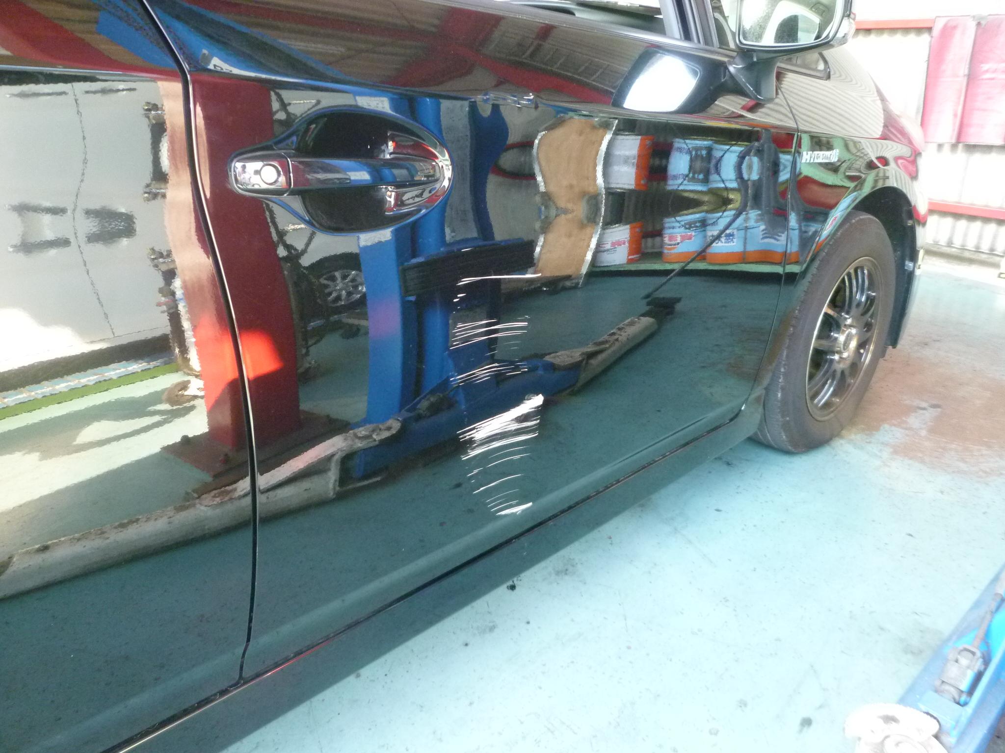 プリウス運転席ドアをリサイクルパーツで交換